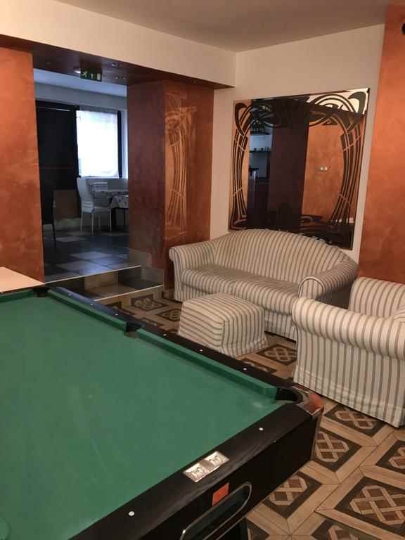 Milano Hostel Hostelgalaxycom - Milano pool table