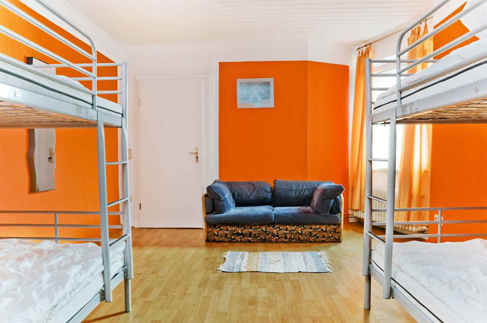 /sleep-cheap-hostel-berlin/book