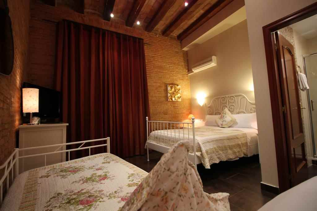 AWA Orleans Guesthouse Barcelona
